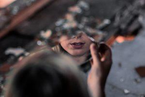 Nemeilės sau požymiai ir kaip pamilti save