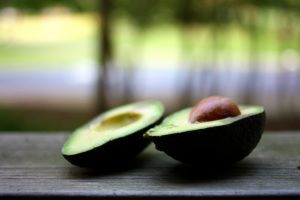 Avokado receptai užtepėlės, kokteiliai, salotos, guakamolė