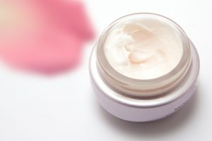 Kas slypi kosmetikos sudėtyje kenksmingų ingredientų sąrašas