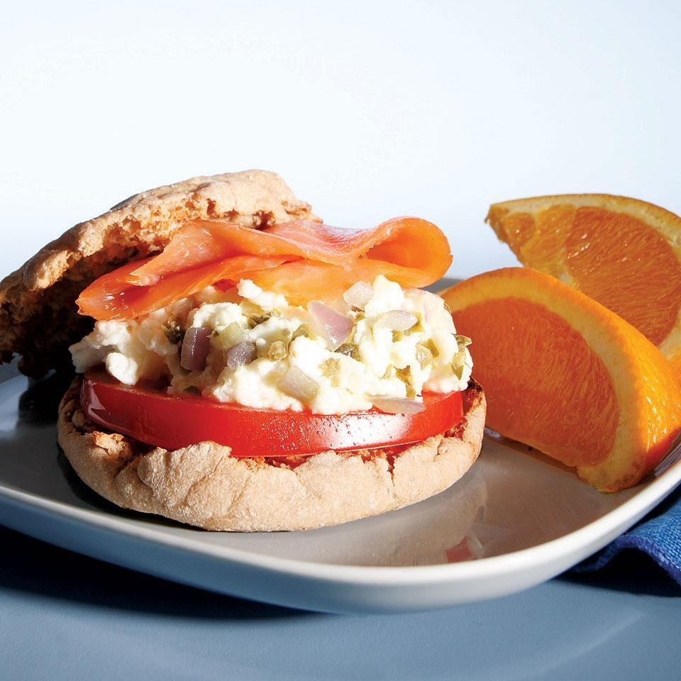 Lašišos ir kiaušinių sumuštiniai
