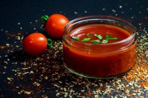 Naminis pomidorų padažas. Tradicinio, saldžiarūgščio ir aštraus pomidorų padažo receptai!